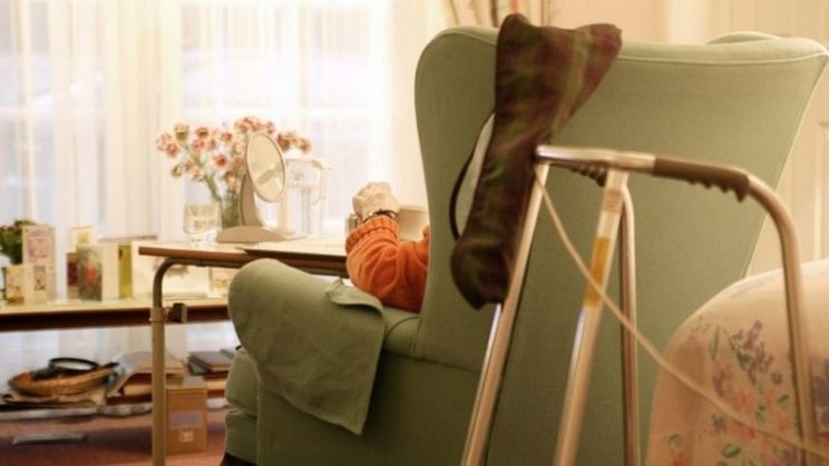 Covid: New care home visits guidance in England defended by minister -