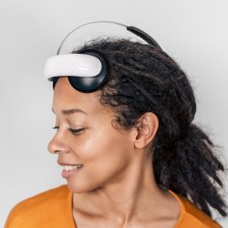Flow depression headset to tackle UK's 'lockdown loneliness' -